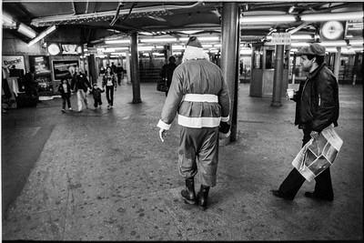 1981 Sidewalk Santa NYC_1112