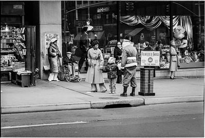 1981 Sidewalk Santa NYC_1116