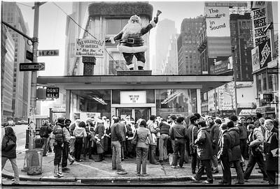 1981 Sidewalk Santa NYC_1108