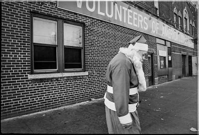 1981 Sidewalk Santa NYC_1103