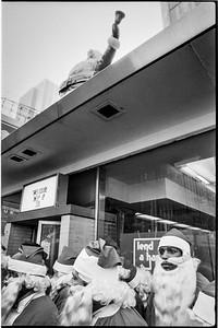 1981 Sidewalk Santa NYC_1109