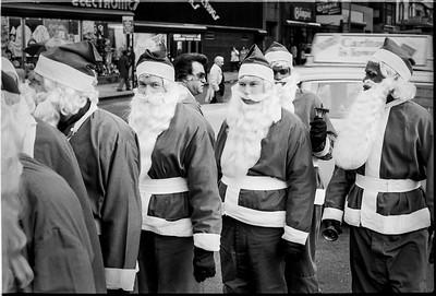 1981 Sidewalk Santa NYC_1110