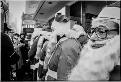 1981 Sidewalk Santa NYC_1106