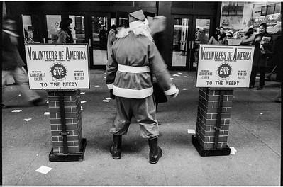 1981 Sidewalk Santa NYC_1117