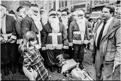 1981 Sidewalk Santa NYC_1105