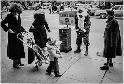 1981 Sidewalk Santa NYC_1120