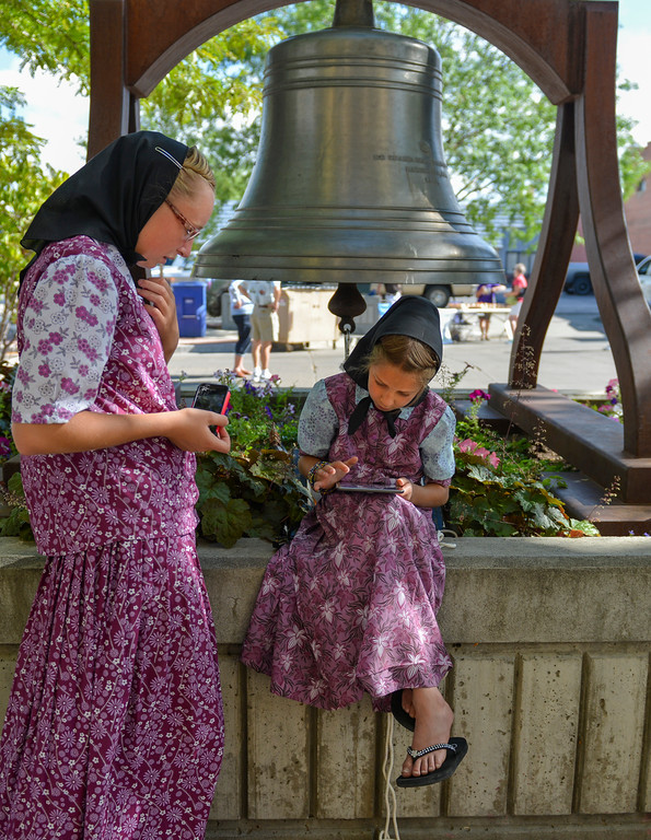 Justin Sheely | The Sheridan Press<br /> Seventeen-year-old Joyce Walter, left, and sister Ariana Walter, 9, of the 40-Mile Colony near Lodge Grass, Montana, wait to ring the bell during the Famers Market Thursday on Grinnell Plaza.