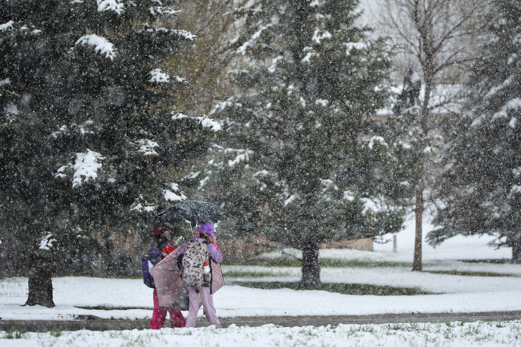 Justin Sheely | The Sheridan Press<br /> Children walk home from school as snow falls Thursday afternoon in Sheridan.