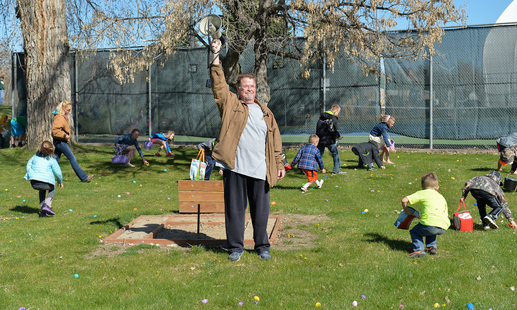 Justin Sheely | The Sheridan Press<br /> Rich Bridger sounds the blow horn at the start of Sheridan Recreation District's Easter Egg Hunt Saturday morning Thorne-Rider Park.