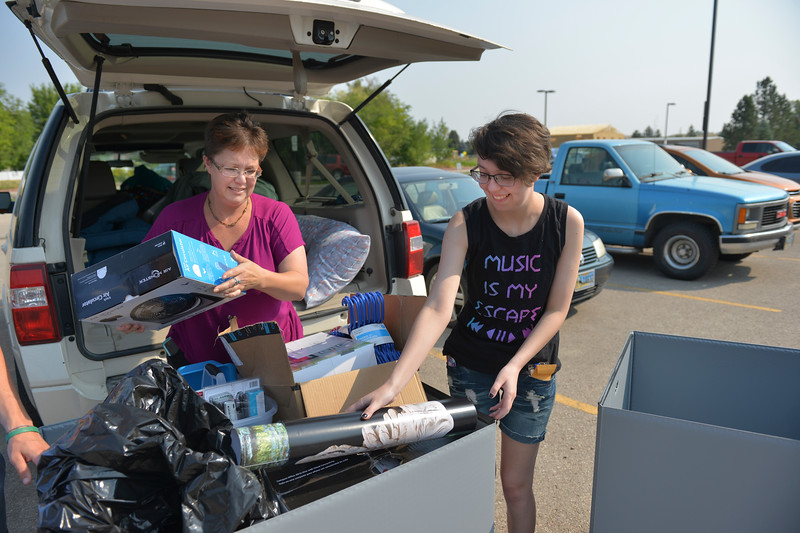 Justin Sheely | The Sheridan Press<br /> Shawn Gerhard, left, and incoming freshman student Sarah Gehard load up a cart during student move-in day Friday morning at Sheridan College. Classes begin Aug. 28.