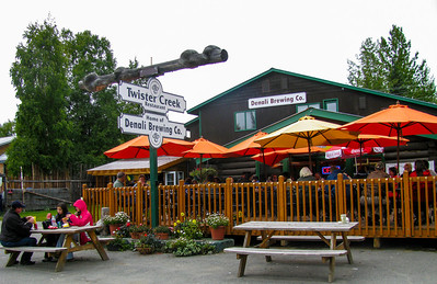 Talkeetna pub 2009 (good burgers!)
