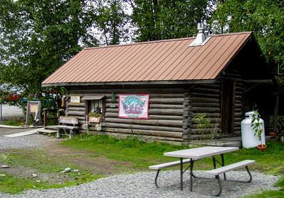 Nice cabin on outskirts of Talkeetna 2009.