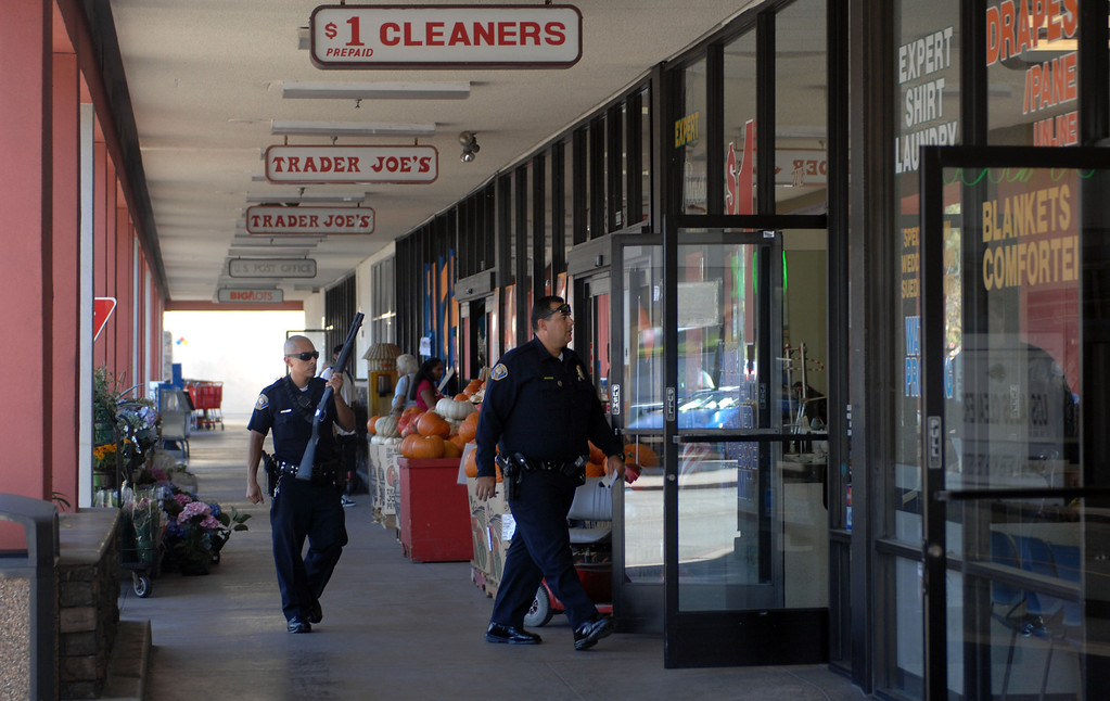 . 10/1/13 - Long Beach police officers go through businesses in the Los Altos shopping center after a suspected robbery at the F&M Bank on Stearns and Bellflower. (Photo by Brittany Murray/Press Telegram)