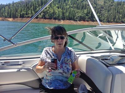 Baileys houseboating on Shasta