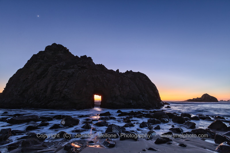 Crescent Moon over Keyhole Arch