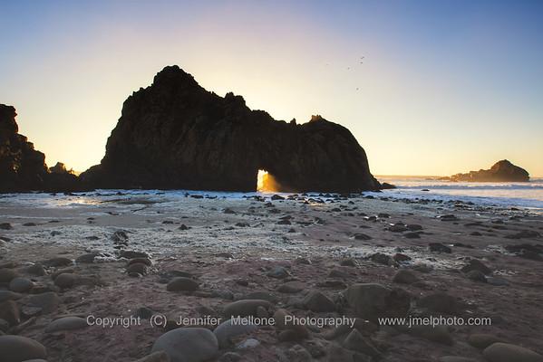 Keyhole Arch and Purple Sand