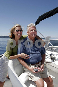 Couple & power boat 0128