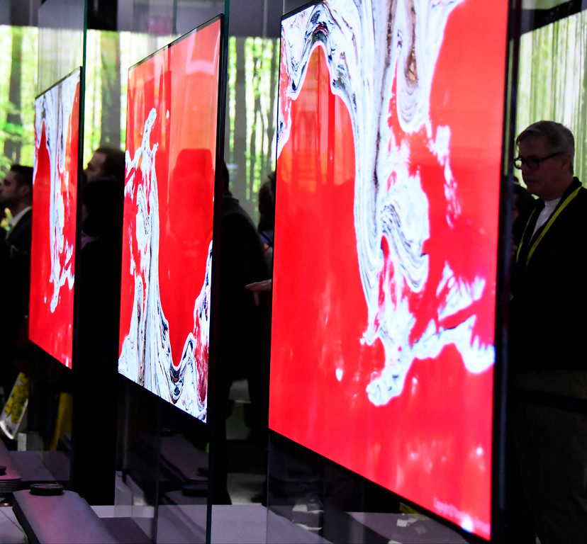 . Jan 6, 2017. Las Vegas NV. CES attendees check out the thinest TV\'s yet by LG Signature OLED TV W during Day 2 of the 2017 CES show. CES  celebrates it\'s 50th anniversary this year with a estimated 175,000 to attend the four day show that starts Jan 5th to the 8th. Photos by Gene Blevins/LA Daily News/SCNG