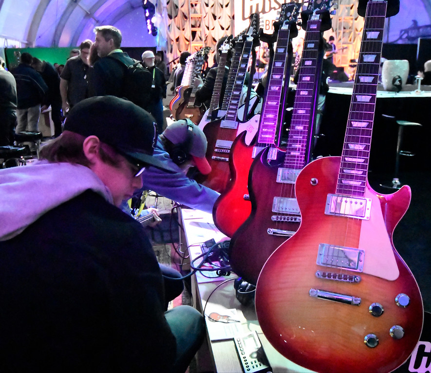 . Jan 6, 2017. Las Vegas NV.  CES attendees try out the newest guitars by Gibson during Day 2 of the 2017 CES show. CES  celebrates it\'s 50th anniversary this year with a estimated 175,000 to attend the four day show that starts Jan 5th to the 8th. Photos by Gene Blevins/LA Daily News/SCNG