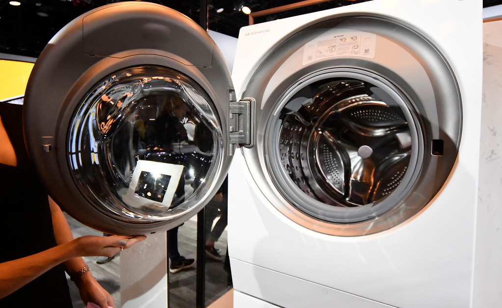 . Jan 6, 2017. Las Vegas NV. CES attendees check out the latest  LG all-in-one washer and dryer combo during Day 2 of the 2017 CES show. CES  celebrates it\'s 50th anniversary this year with a estimated 175,000 to attend the four day show that starts Jan 5th to the 8th. Photos by Gene Blevins/LA Daily News/SCNG