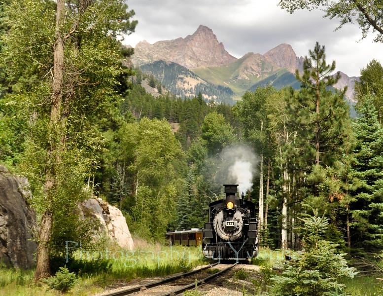 Locomotive 481 pulls a southbound train near the Bitterroot Mine.