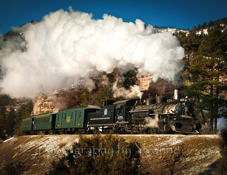 Locomotive 478 pulls a consist painted in the historical Pullman Green paint scheme.