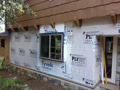 Lower story getting a detailed housewrap with taped seams and sticky flashing on all windows.  Bombproof.