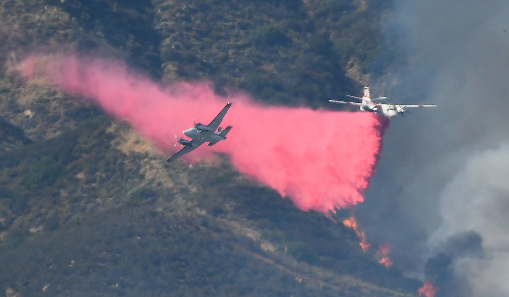 . June 17,2017. Caustic Lake. CA. Air tankers makes drops to help LA county and LA city firefighters do mostly of air attack on a brush fire near Lake Castaic  Saturday. The fire rapidly has grown to 550+ acres as of 4 p.m.  A total of 195 firefighters from the Los Angeles County Fire Department, plus firefighters from the Angeles National Forest, battled the blaze.  As of 4 p.m., there was no containment line and no mandatory evacuations of the area,  Photo by Gene Blevins/LA DailyNews/SCNG