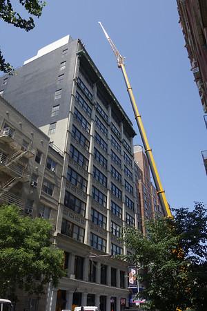 2013_06_15_NYC_CraneOnW19thStreet&NesQuikJeep