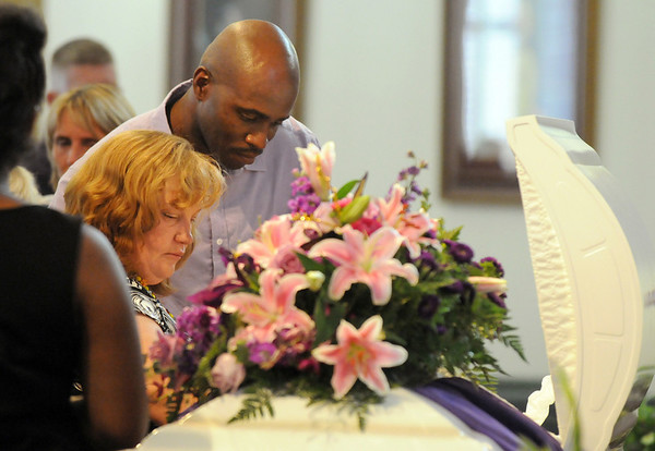 Michelle and Arlando Pebbles say a final goodbye to their daughter Amanda who died  after fighting a long battle with cancer.<br /> August 20, 2010<br /> staff photo/David R. Jennings