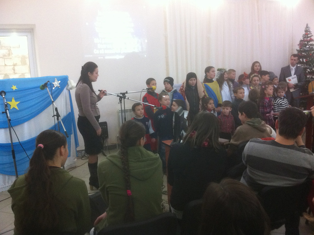The children of the church memorized speeches about Christmas.