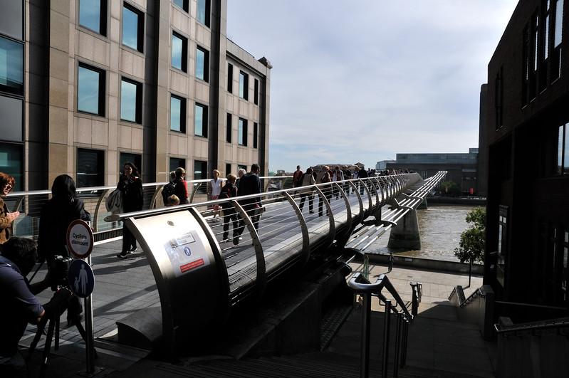 Millennium Bridge towards Tate Modern - London, England
