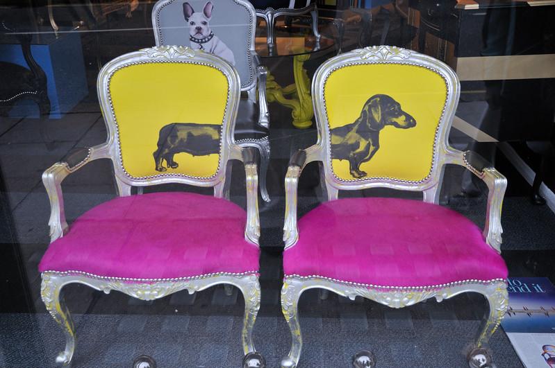 Antiques shop - Kensington Church Street - London, England