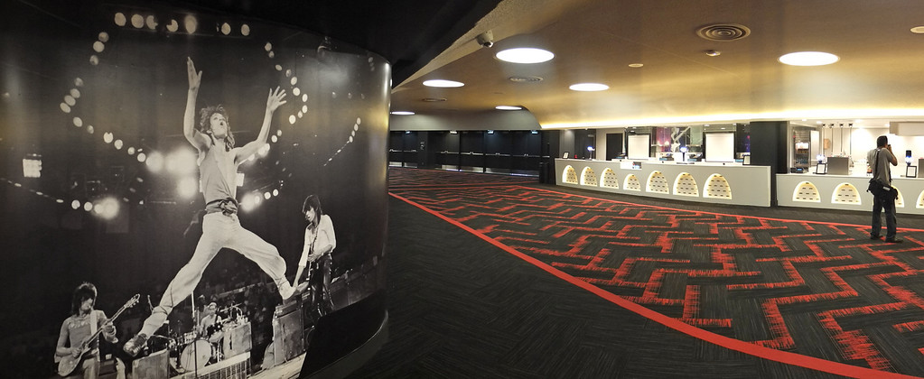 """. The new entertainment venue, the \""""Fabulous\"""" Forum in Inglewood has undergone a $100 million renovation, and is set to host the Eagles concert series starting Jan 15. Main concourse and concessions level with large Rolling Stones photo.   (Jan 14, 2014. Photo by Brad Graverson/The Daily Breeze)"""