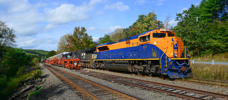 CNJ Heritage Engine 1071 passes NS rail equipment on middle siding at Erving.