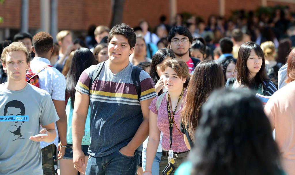 . Long Beach, Calif., -- 08-25-13-  First day of college for students on the CSULB campus.      Stephen Carr/  Los Angeles Newspaper Group