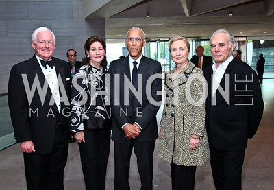 Rusty Powell, Jo Carole Lauder, Martin Puryear, Sec. Hillary Rodham Clinton, Brice Marden. Photo by Tony Powell. FAPE Dinner. East Wing Art Gallery. May 19, 2011