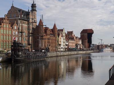 De gamle sørøverskibe sejler daglig mange turister til Westerplatte.