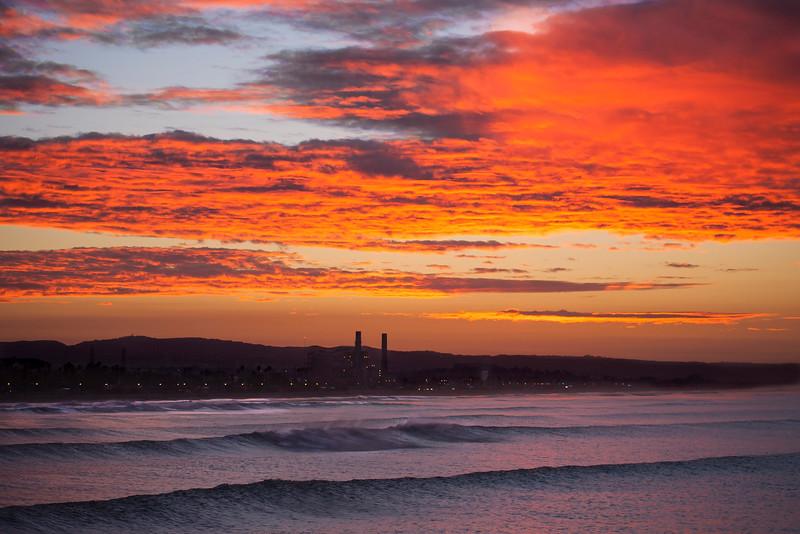 HUNTINGTON BEACH PIER  SUNRISE