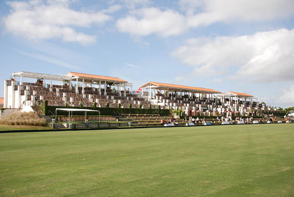 Field One of the International Polo Club Palm Beach seats 1.650 - the world's largest structures for viewing Polo. Divided into three buildings linked together by foot bridges. Each private box seats 8 and can be leased by season.
