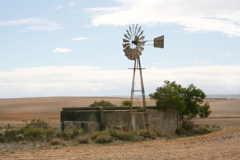 Windpump and reservoir
