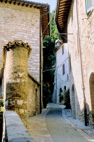 Narrow street - Assisi, Italy