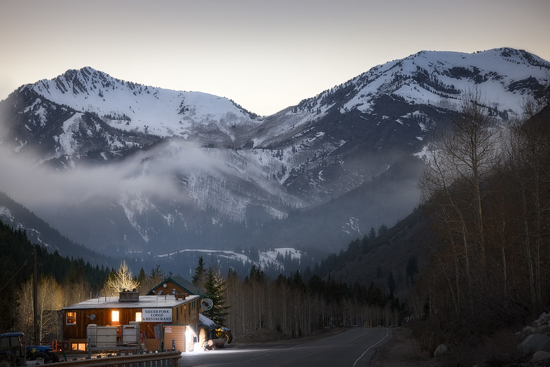 Silver Fork Lodge under the Mountains