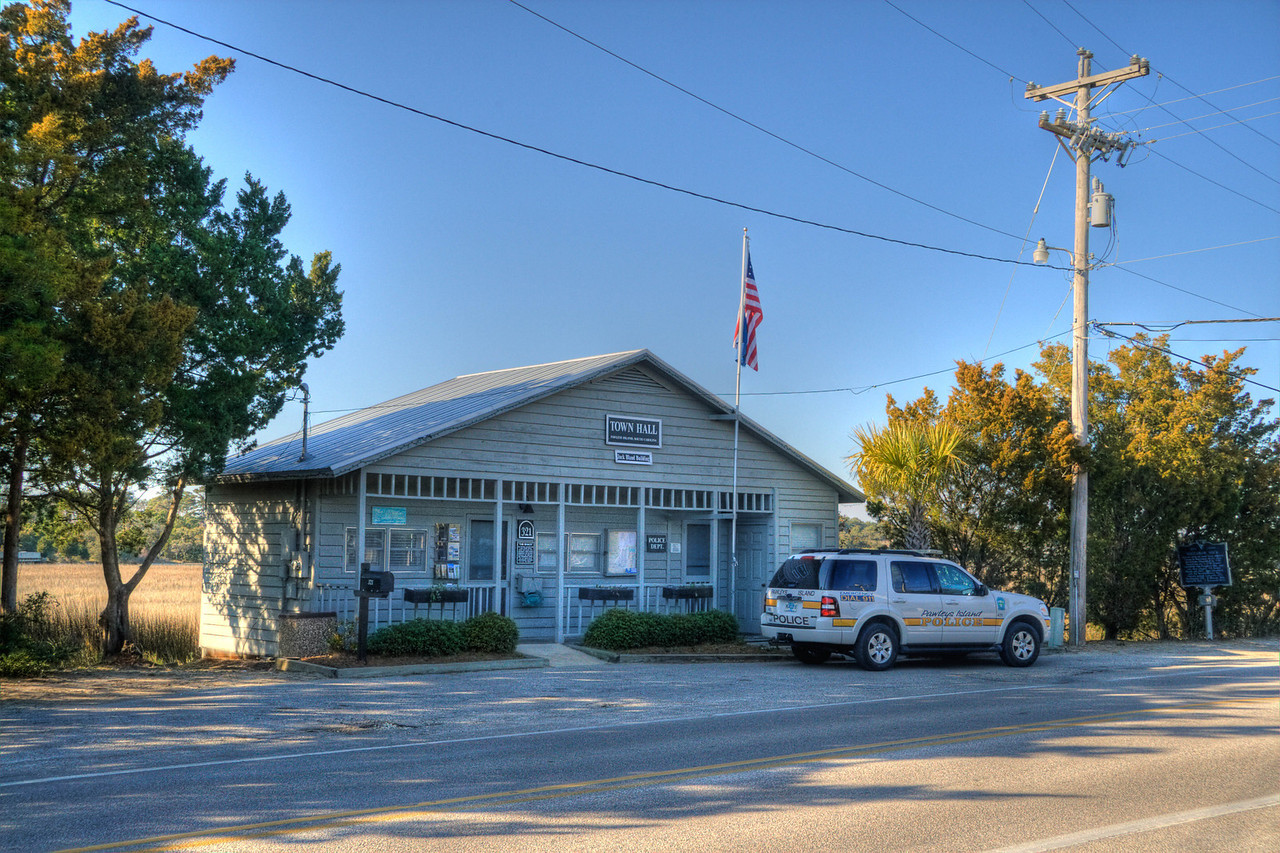 The Pawley Island Town Hall and police car