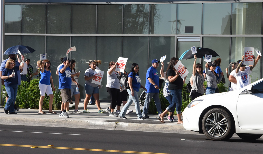 . El Monte Union High School District CSEA members protest due to their contract negotiations outside of the district office at El Monte Union High School District Office in El Monte, Calif., on Wednesday, June 21, 2017. (Photos by Libby Cline, SGV Tribune/SCNG)