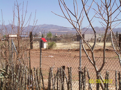 a yard fence in Naco