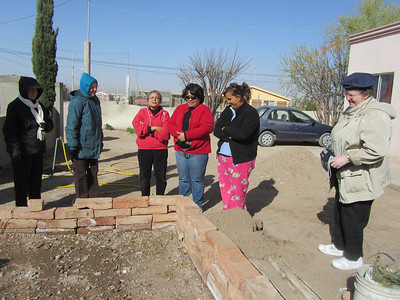 Day 4 began with a visit to 2 families in a garden project in Agua Prieta.