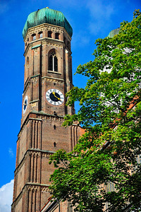 Munich_Germany_Frauenkirche_Trees_RAW2922