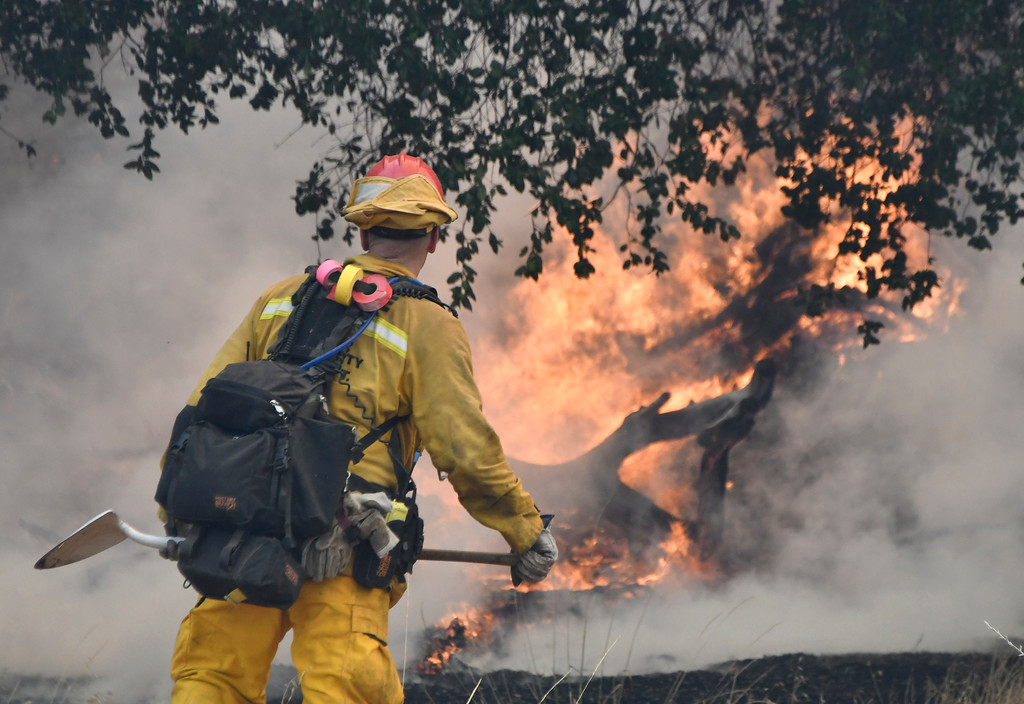 . July 13,2017.  Santa Clarita  CA.  LA county, LA city and Angeles Forest firefighters battle a small brushfire in Santa Thursday. The fire quickly burn  20-acres that destroyed one outbuilding, while threatening more than a dozen structures,  Photos by Gene Blevins/LA DailyNews/SCNG