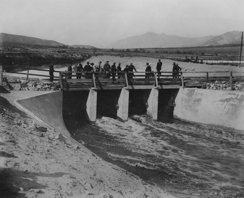 . The Owens River turning the water into the Los Angeles Aqueduct in 1913.  (Los Angeles Public Library)